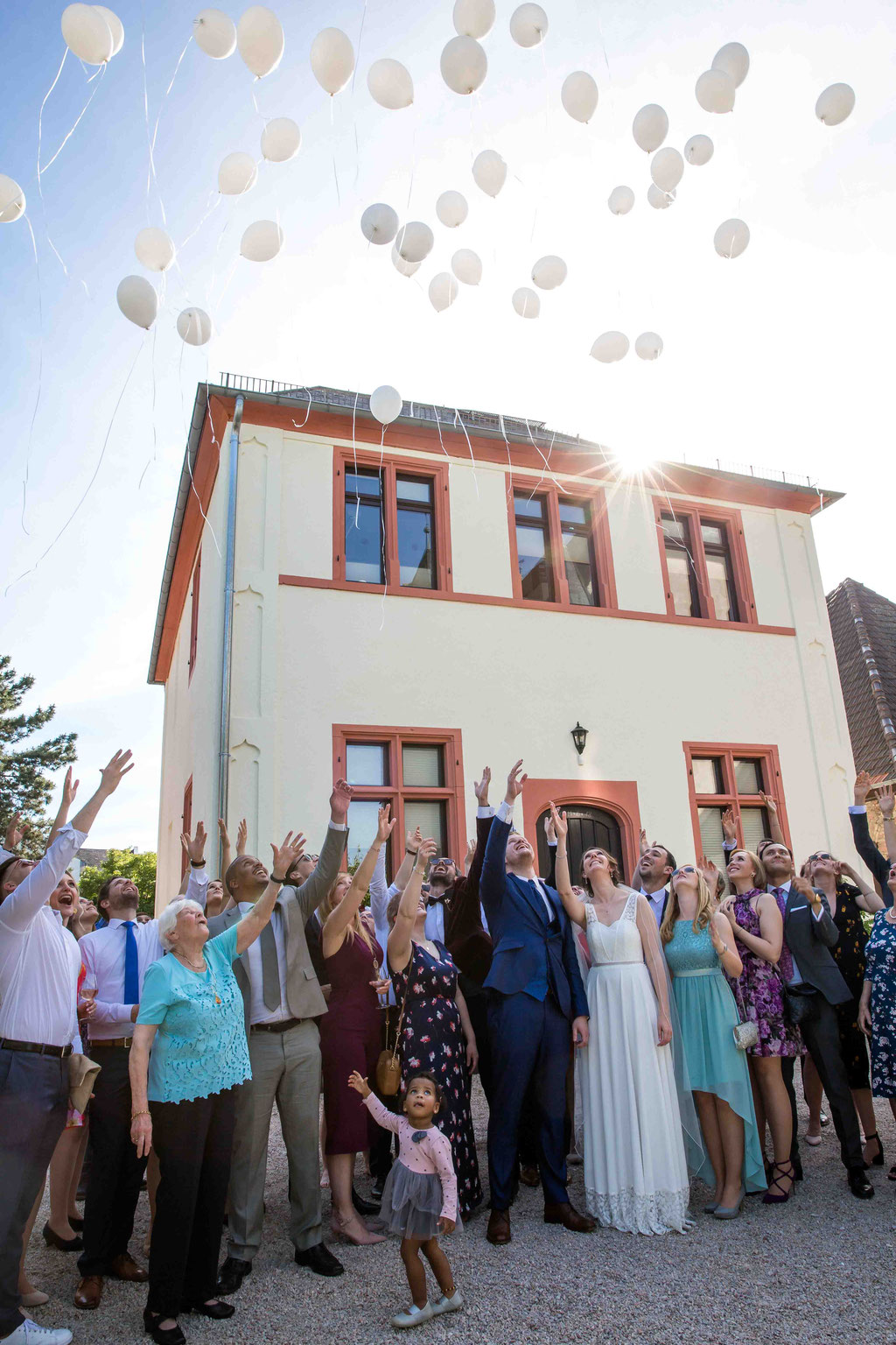 Schloss Schönborn Rheingau, Winkeler Str. 64, 65366 Geisenheim, Hochzeitsfoto, Hochzeitsfotograf, Gruppenbild Hochzeit Hochzeitsfotograf, Gruppenfoto an der Hochzeit