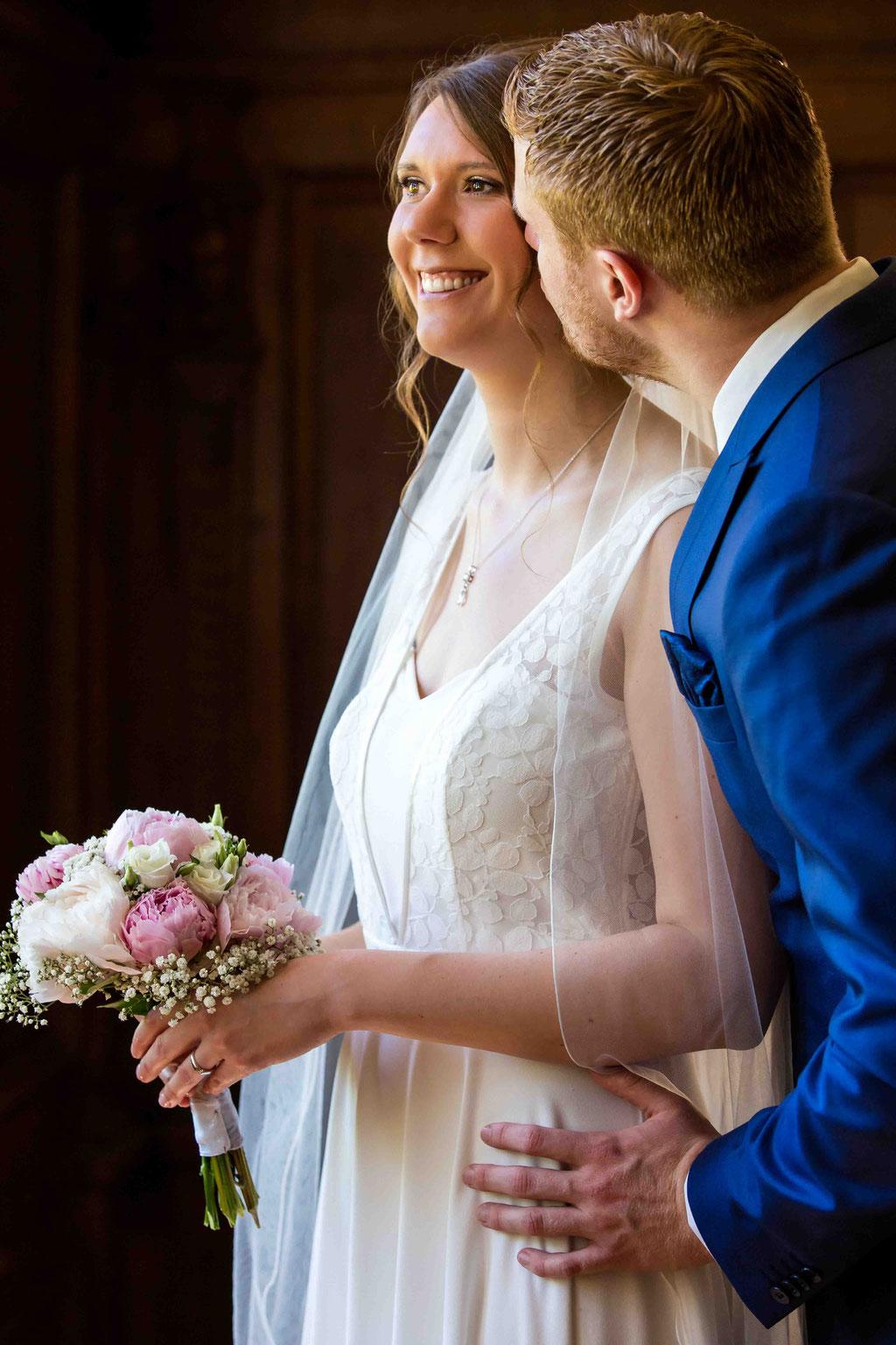 Ehepaar Foto, Hochzeitspaar Bilder, Paar Bilder an der Hochzeit, Kuss vom Bräutigam