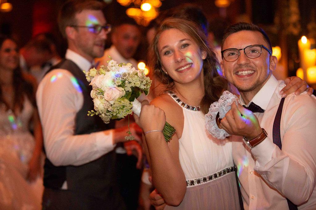 Hochzeit: Weststadtbar Darmstadt, Mainzer Straße 106, 64293 Darmstadt - Hochzeitsfotograf, Glücklich in der Weststadtbar Darmstadt über die Hochzeitsfeier