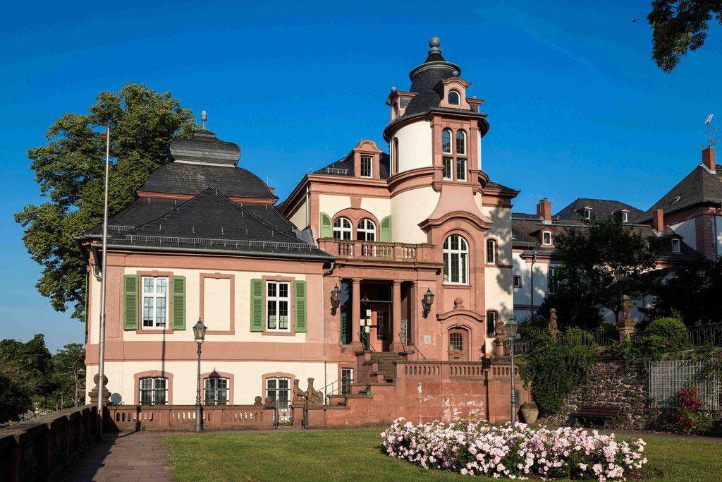 Außenbereich Standesamt Frankfurt Höchst Emmerichpavillon, Seilerbahn 2, 65929 Frankfurt am Main, Blick auf das Standesamt Frankfurt Höchst und den Emmerichpavillon