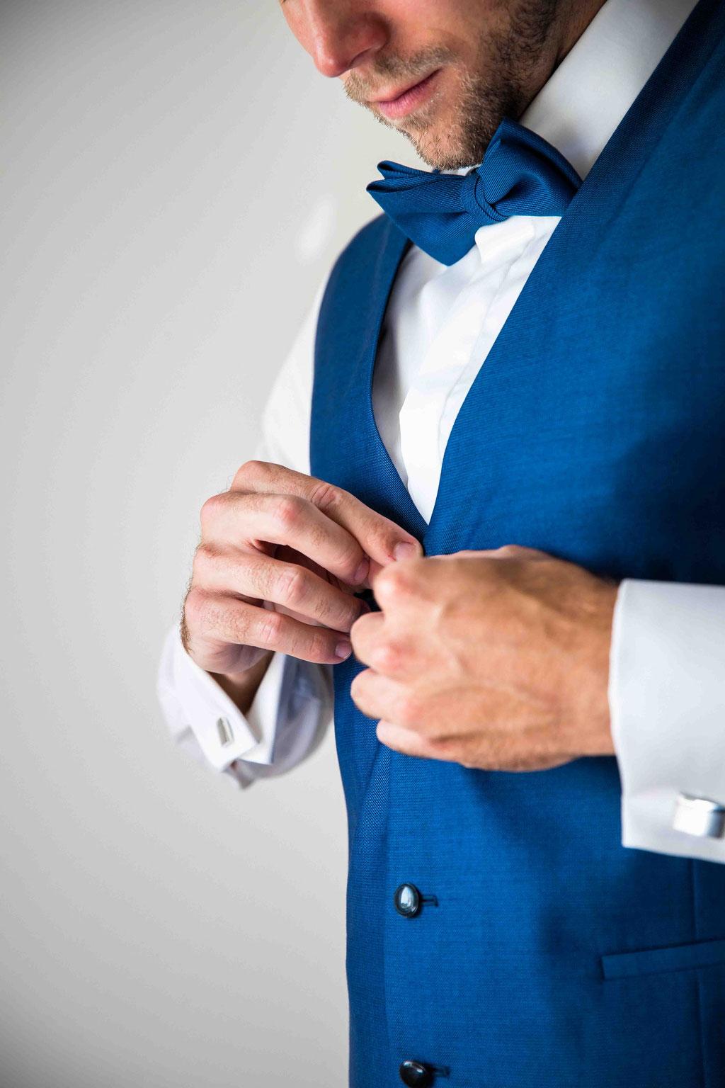 Hofgut Donnersberg, Außerhalb 3, 55578 Vendersheim, Hochzeitsfotograf, Hochzeitsbilder, Hochzeitsfoto, Getting Ready, Hochzeitskleid, Hochzeitsstrauß, Styling des Bräutigams