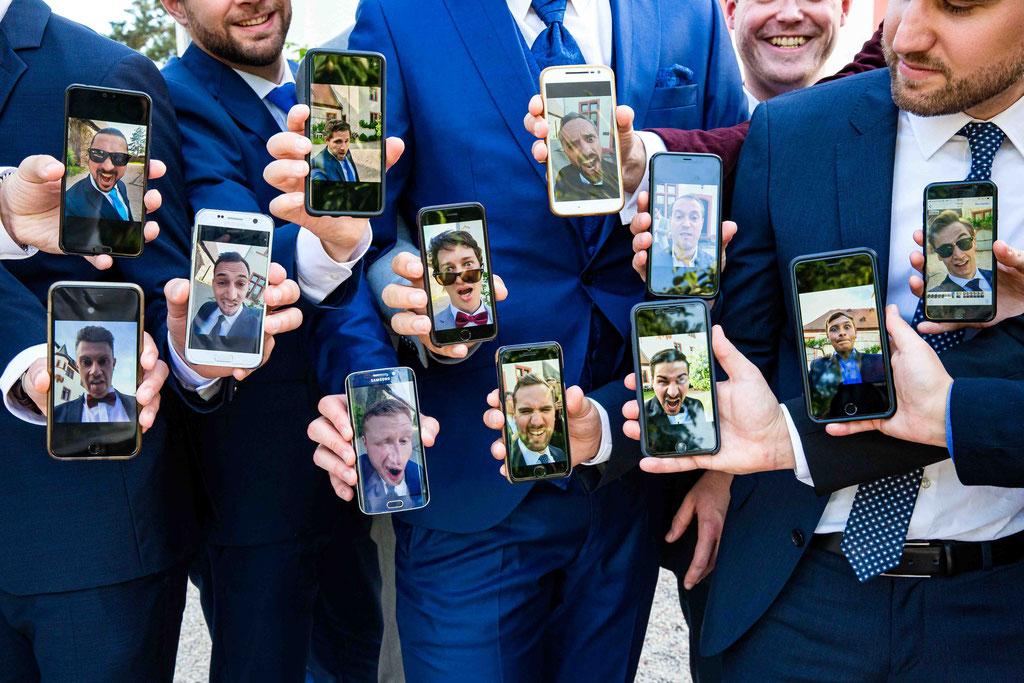 Handybilder Hochzeit, Fratzen Hochzeit Gruppenfoto, Bilder der Hochzeit mit viel Humor