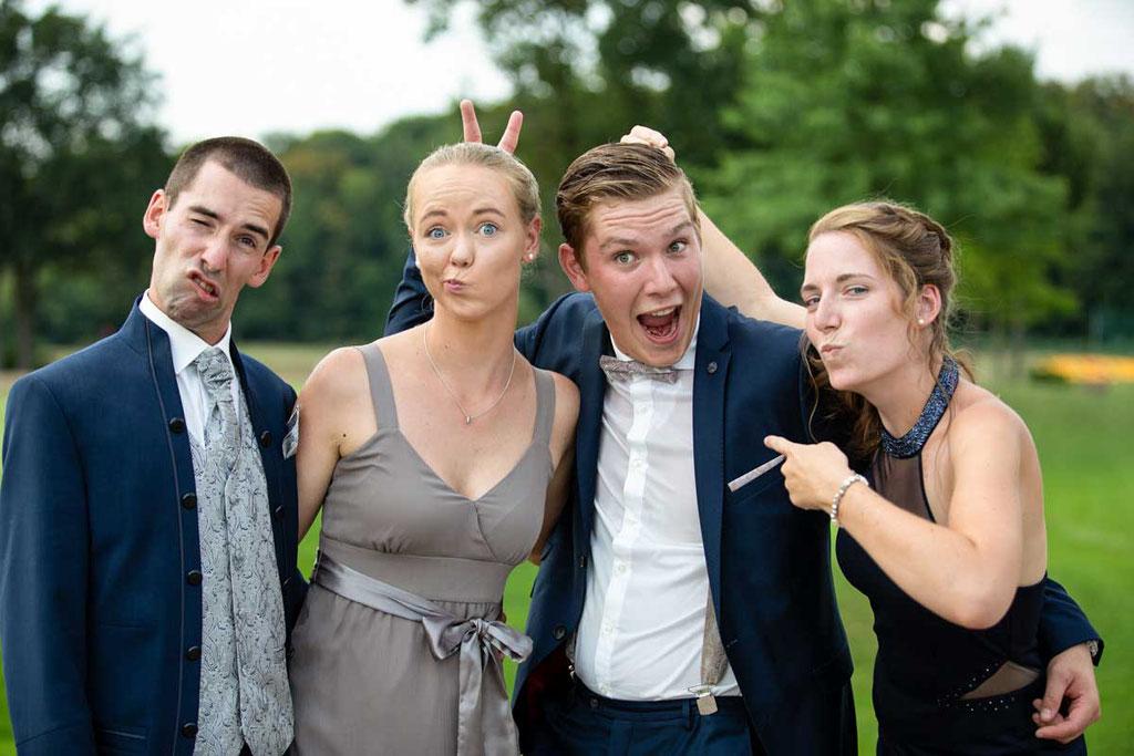 Spaßige Gruppenfotos eurer Hochzeit, Hochzeitsfotograf, Hochzeitsfotografin, Hochzeitslocation Golfresort Gernsheim, Golfparkallee 1, 64579 Gernsheim