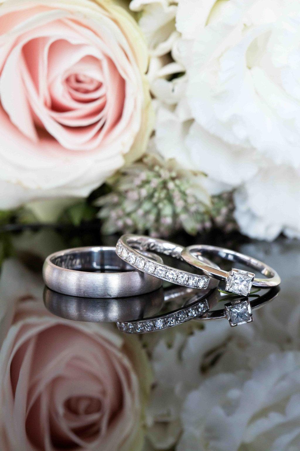 Makroaufnahmen in der Hochzeitsfotografie, Makroaufnahmen Eheringe, Details der Hochzeit, Hochzeitspics