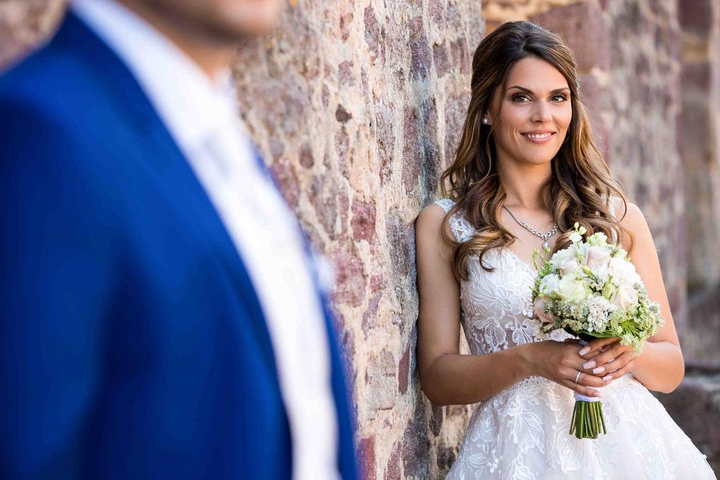 Bräutigam im Fokus, Eheversprechen, Bildideen für Hochzeitsfotos, Fotograf für Hochzeiten