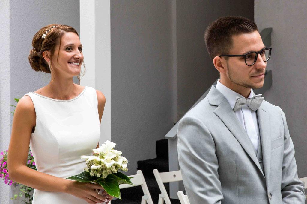 First Look Wedding, Der erste Blick des Ehepaares, Überraschung Hochzeitsbild, lebendige Hochzeitsfotos