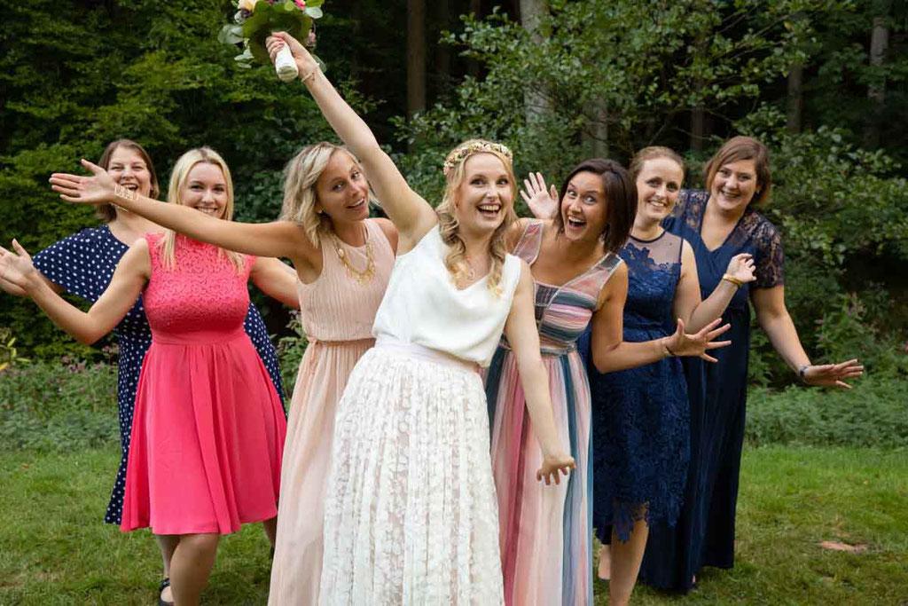 JGA Mädels auf der Hochzeit, Junggesellenabschied Hochzeitsfoto Gruppen, Brautjungfern Hochzeitsfoto
