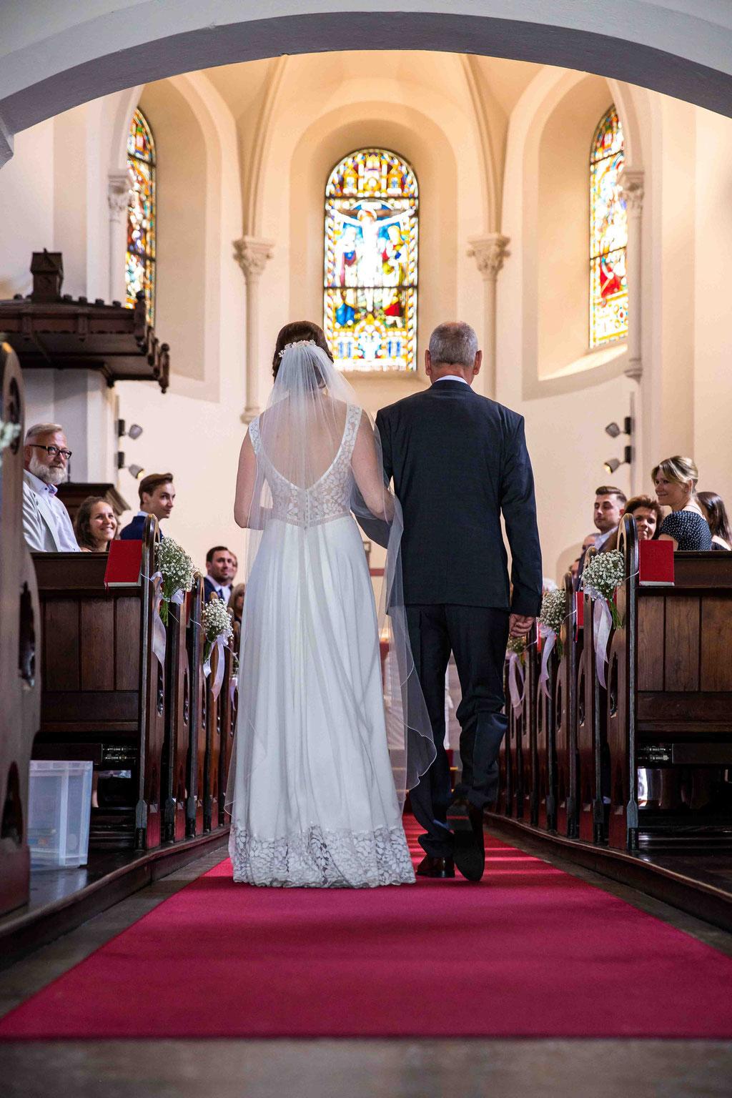 Der Weg zum Altar mit dem Vater, Brautkleid