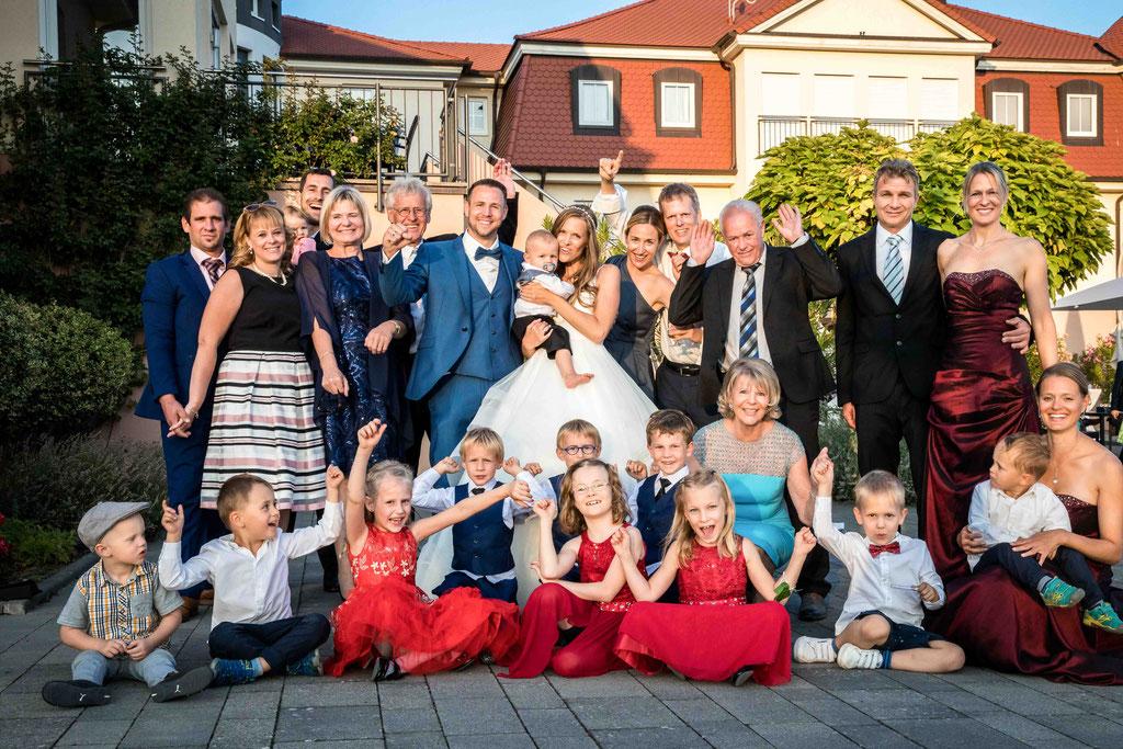 Hofgut Donnersberg, Außerhalb 3, 55578 Vendersheim, Hochzeitsfotograf, Hochzeitsbilder, Hochzeitsfoto, Familienbild