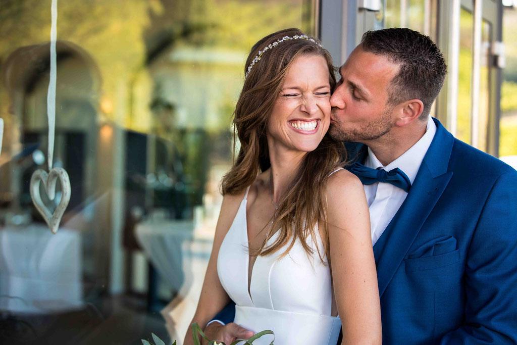 Hofgut Donnersberg, Außerhalb 3, 55578 Vendersheim, Hochzeitsfotograf, Hochzeitsbilder, Hochzeitsfoto, Glückliches Brautpaar, Paarbild