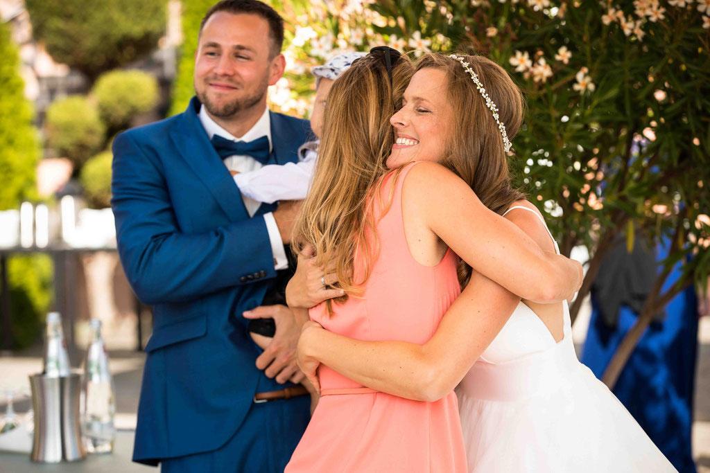 Hofgut Donnersberg, Außerhalb 3, 55578 Vendersheim, Hochzeitsfotograf, Hochzeitsbilder, Hochzeitsfoto, Glückwünsche nach der freien Trauung
