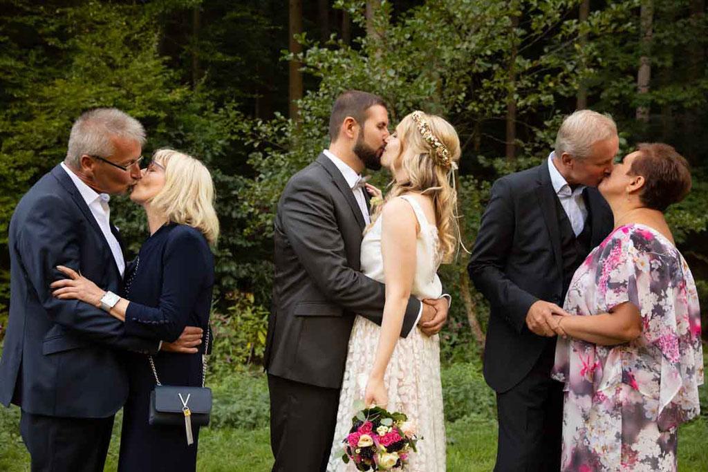 Hochzeit Generationen, Generationenbild der Hochzeitspaare, Hochzeitsfoto Eltern der Braut, Hochzeitsbild Eltern vom Bräutigam
