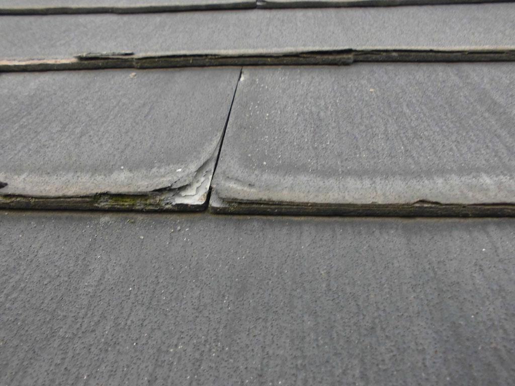 コロニアル屋根材の層状剥離