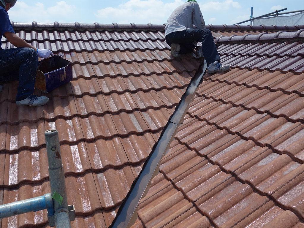 屋根/中塗り塗装の様子