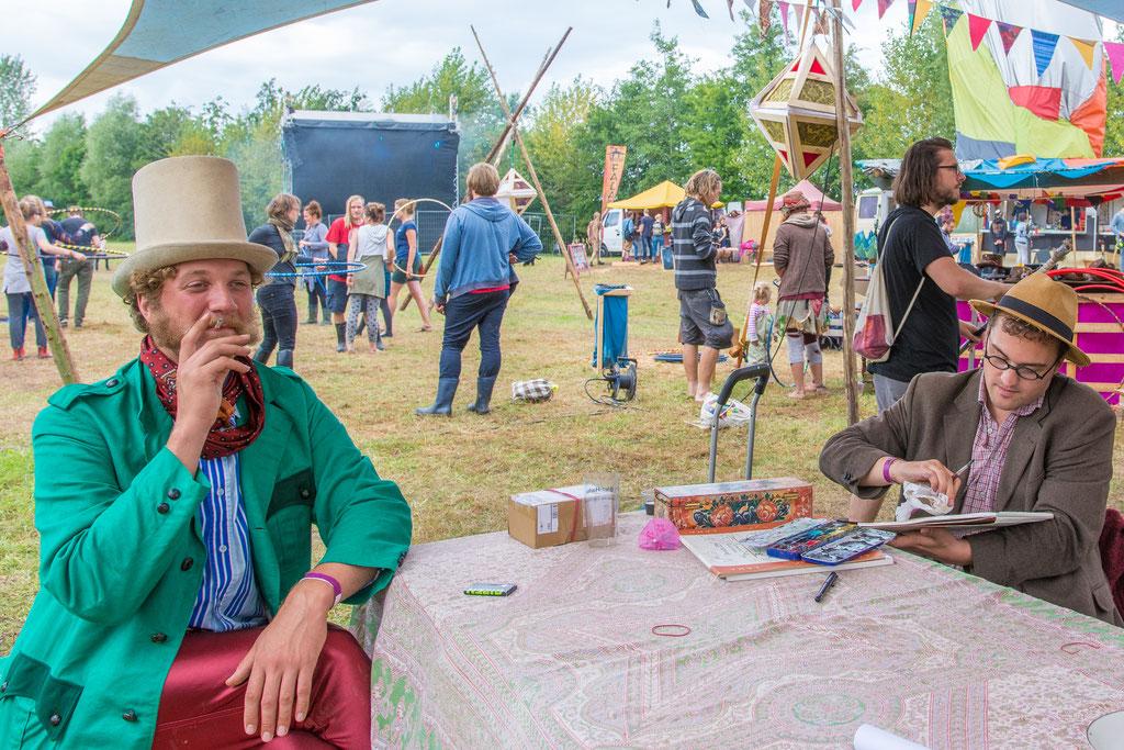 Portraitzeichnen beim Schweinskopf Festival (Osterbruch bei Cuxhaven) Foto © Timo Hermann