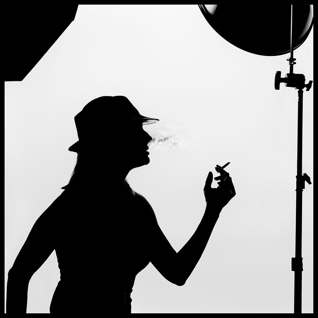 """""""Silhouette von rauchender Nina"""""""