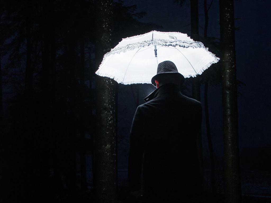 """""""Urs mit leuchtend weissem Schirm"""""""