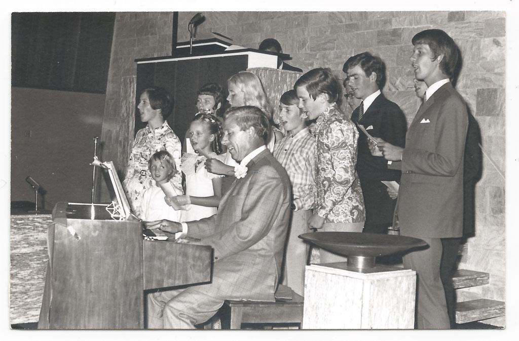 Kenmerkend voor bruiloften: m'n vader speelde en wij als kinderen (en vrienden) zongen een lied!