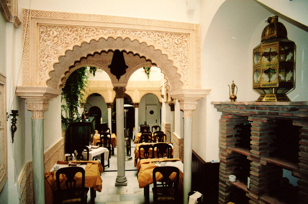 Resultado de imagen de decoracion restaurantes arabes