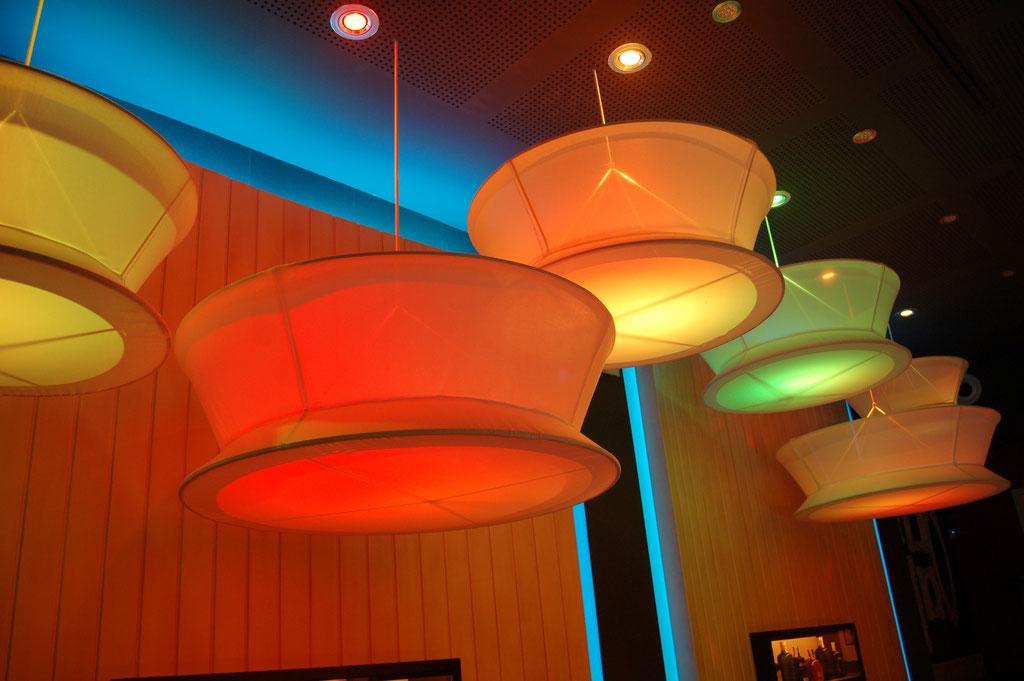 Resultado de imagen de decoracion restaurantes modernos