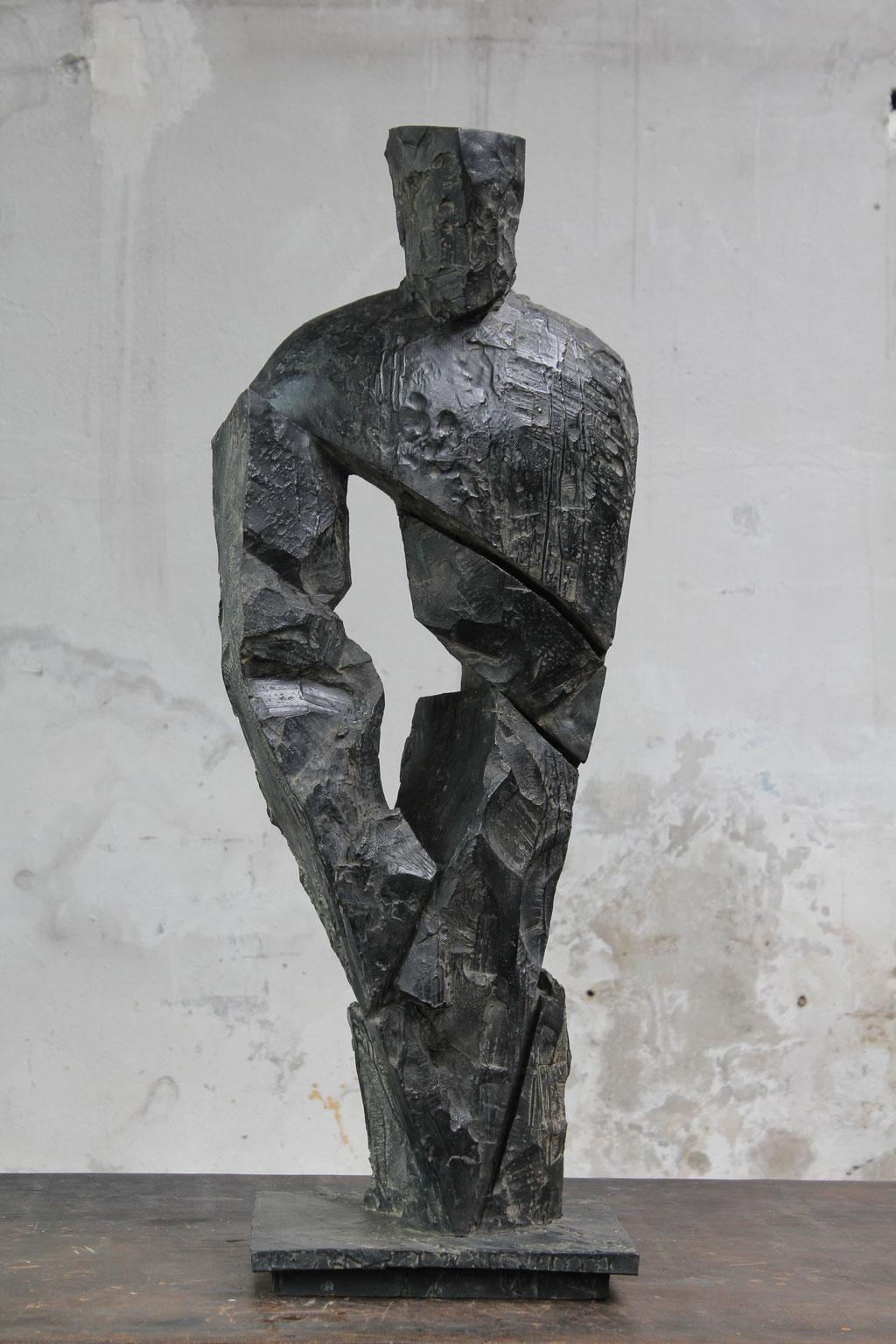 Roi, pièce principale, 2016, bronze, 97 x 34 x 32 cm <br> © Mathilde de Torhout