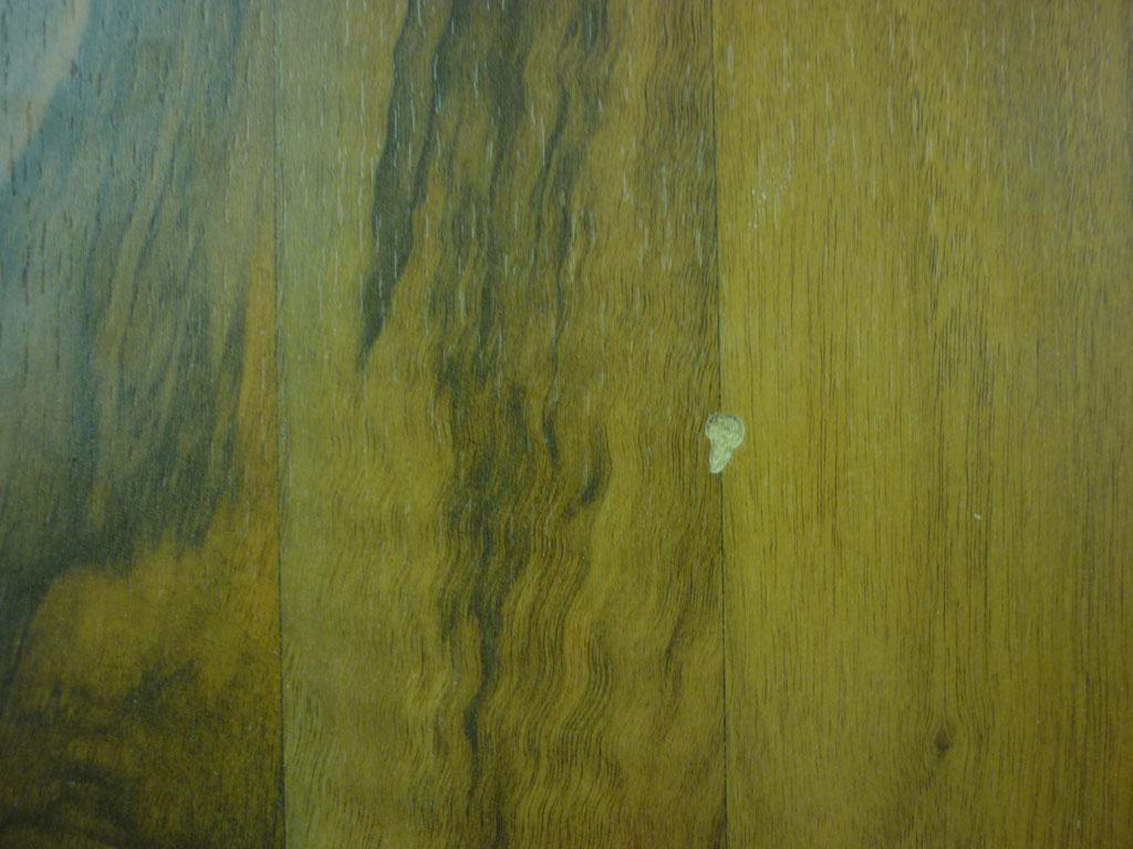 Laminatboden mit Schaden