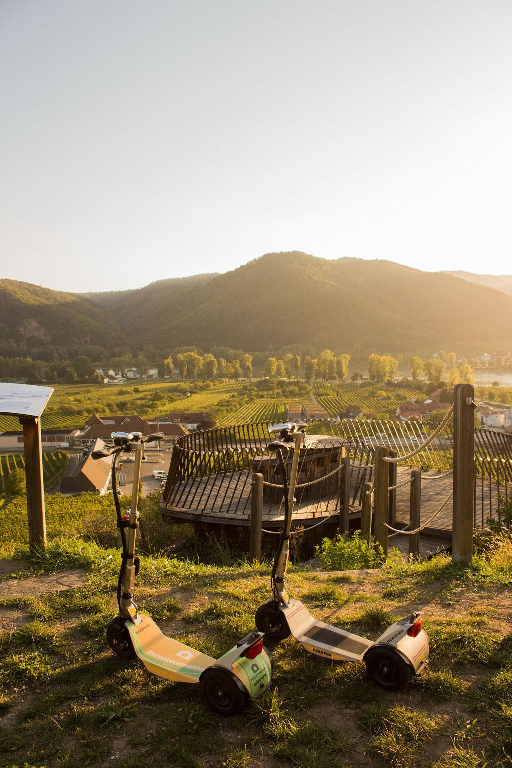 Dürnstein Ausflug Aussichtspunkt Tipp Erlebnis Weinverkostung Herbst Wandern Events. Verleih von E-Scooter bei Hotels und Pensionen in der Region. Die Alternative zum Fahrradverleih.