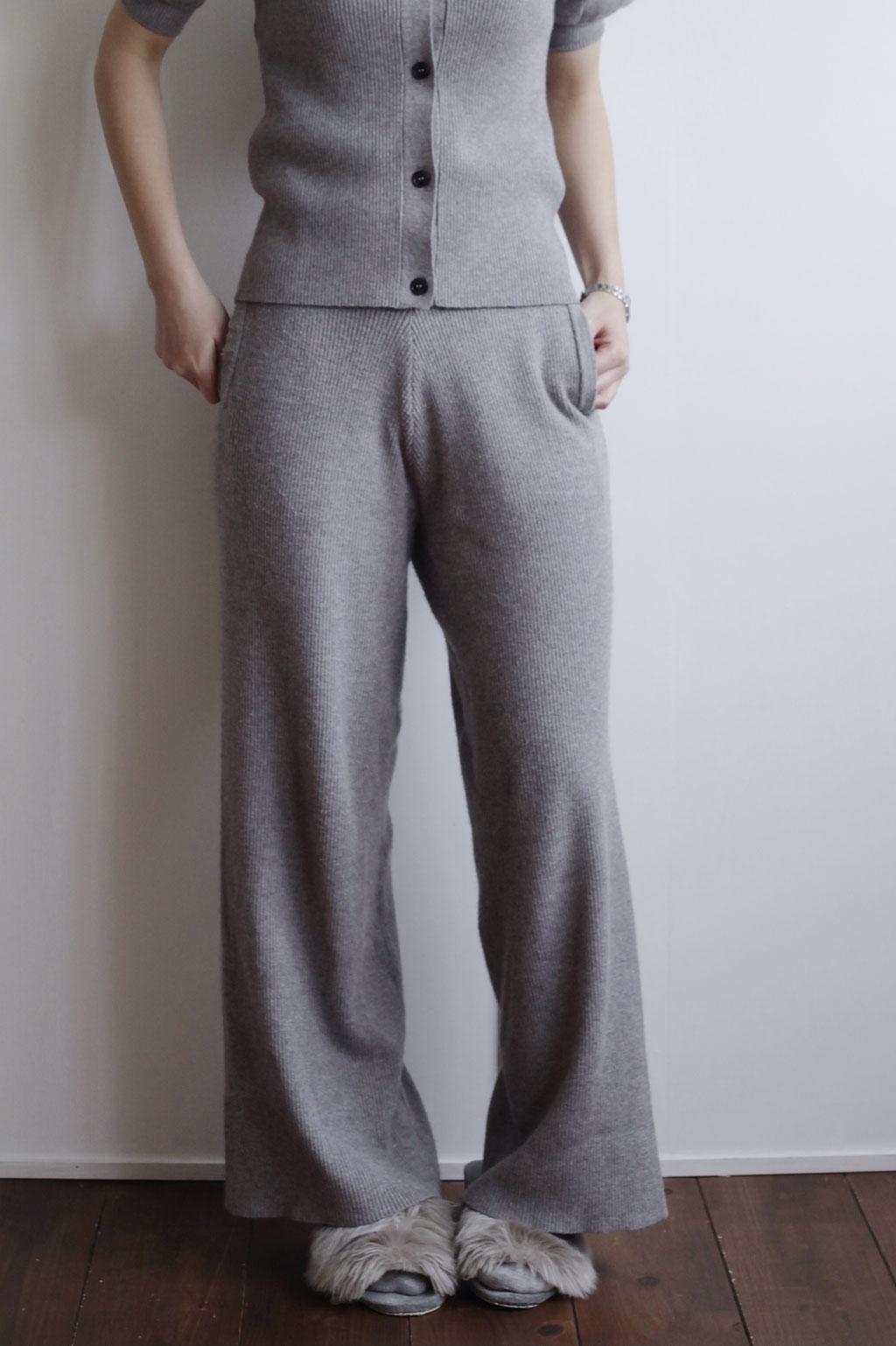 どんなトップスと合わせても脚長効果抜群。minka女性スタッフ全員気に入ってるほど人気です。