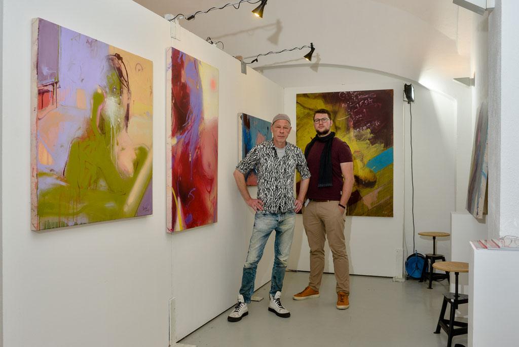Rabe und Jonas Wolff vor der Ausstellungsfläche