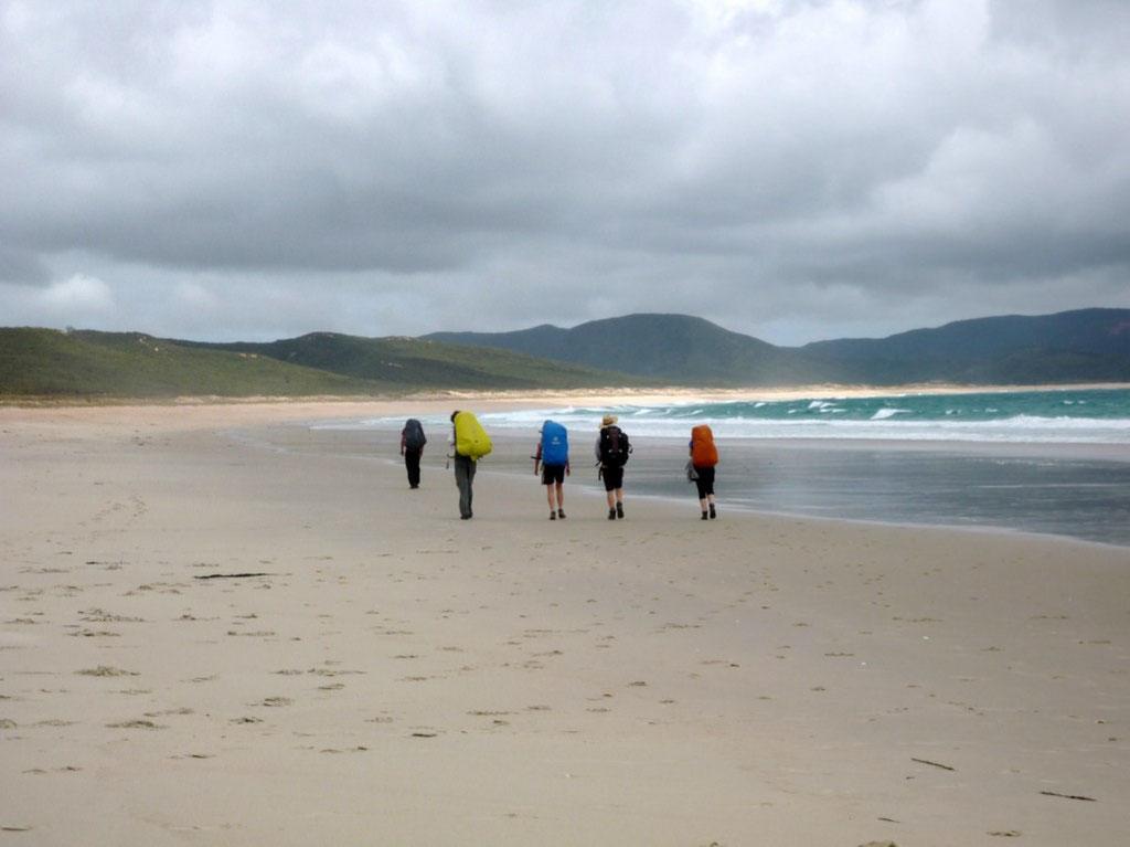 Algunos empiezan el track por la playa del Ninety Miles Beach