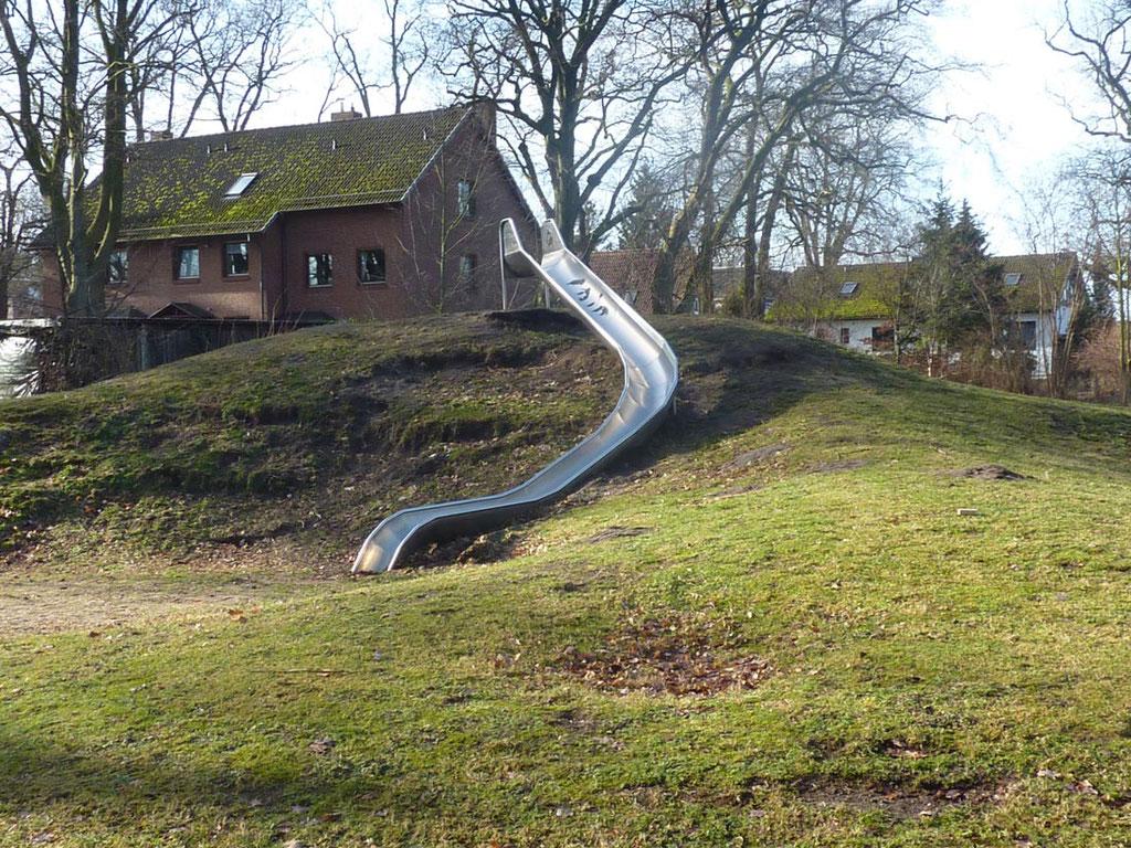 Starke Bodenerosion am Spielhügel