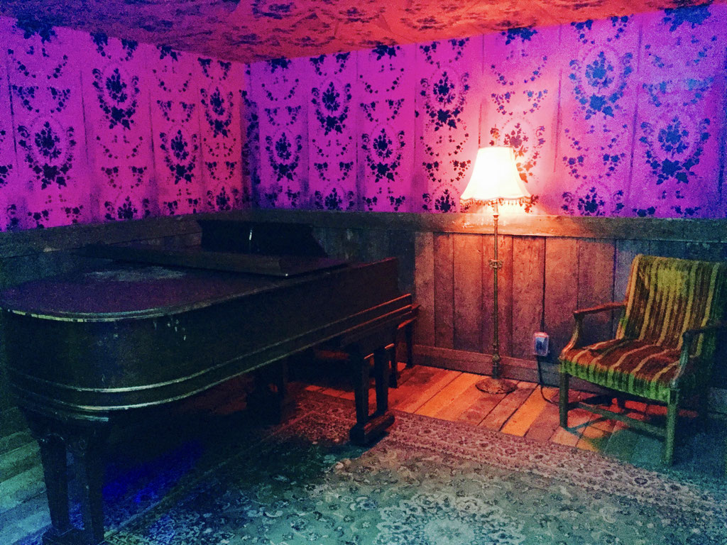 meow wolf piano room