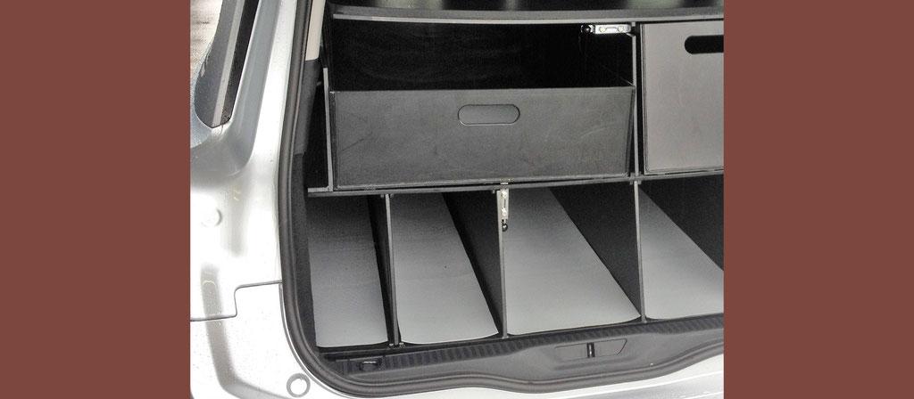 Kofferraum Einteilung mit ausziehbaren Boxen