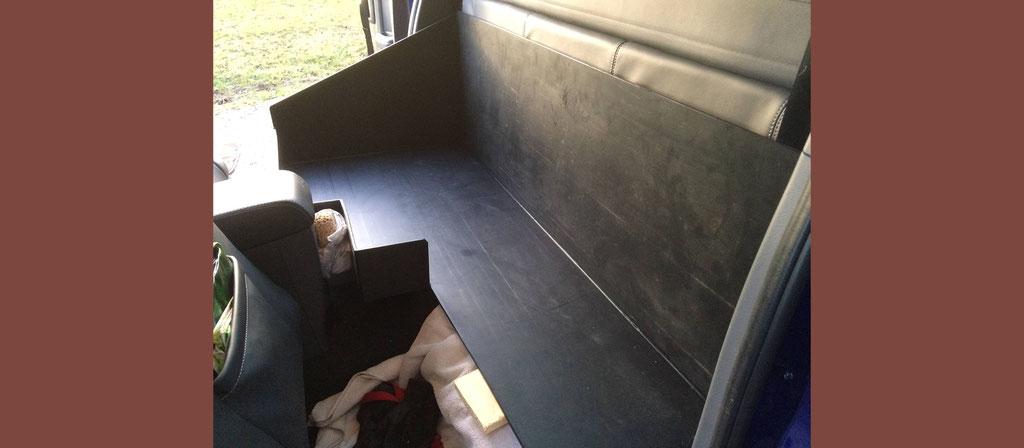 Hundewanne für Pick-up Rücksitz, massgeschneidert eingebaut