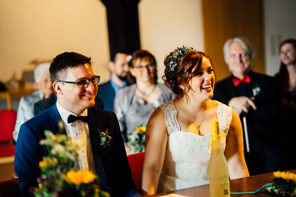 Lentschik, Hochzeitsfotografin Rheingau, Wiesbaden, Standesamt Geisenheim, Scheune, Brautpaar, Trauung