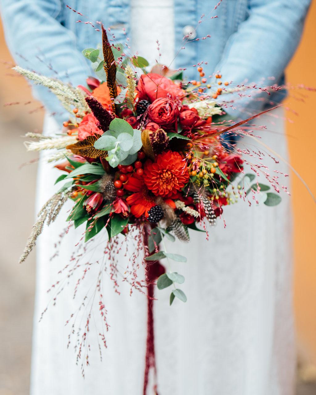 Blumen, Blumenstrauß, Hochzeit, Freie Trauung, Hubertushütte, Lentschik, Hochzeitsfotografin Rheingau, Wiesbaden
