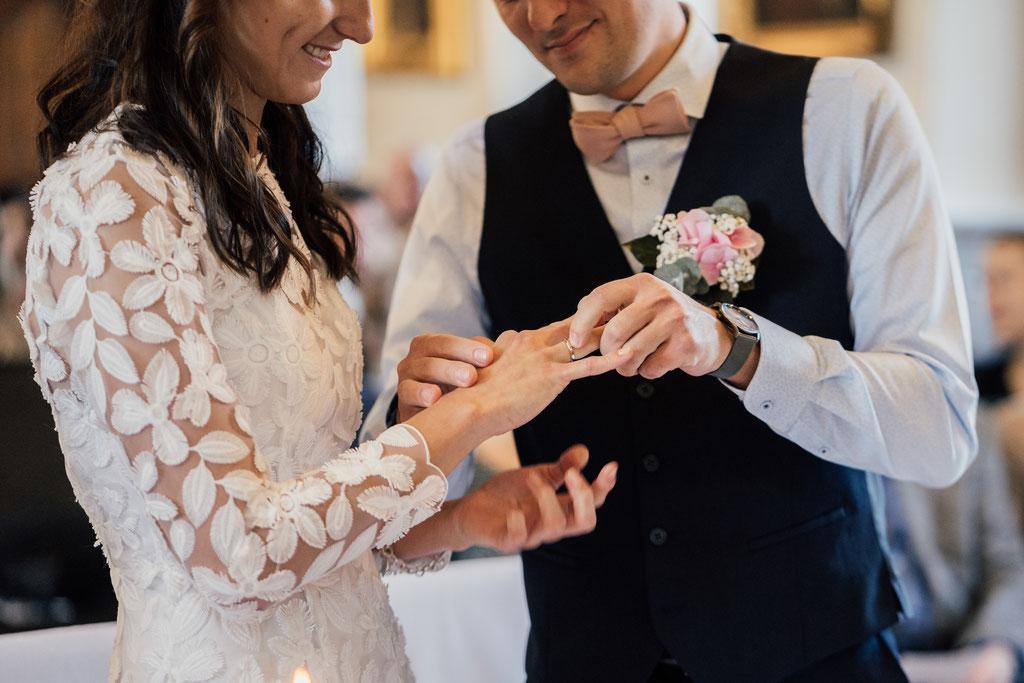 Hochzeitsfotografin Eltville, Ringübergabe