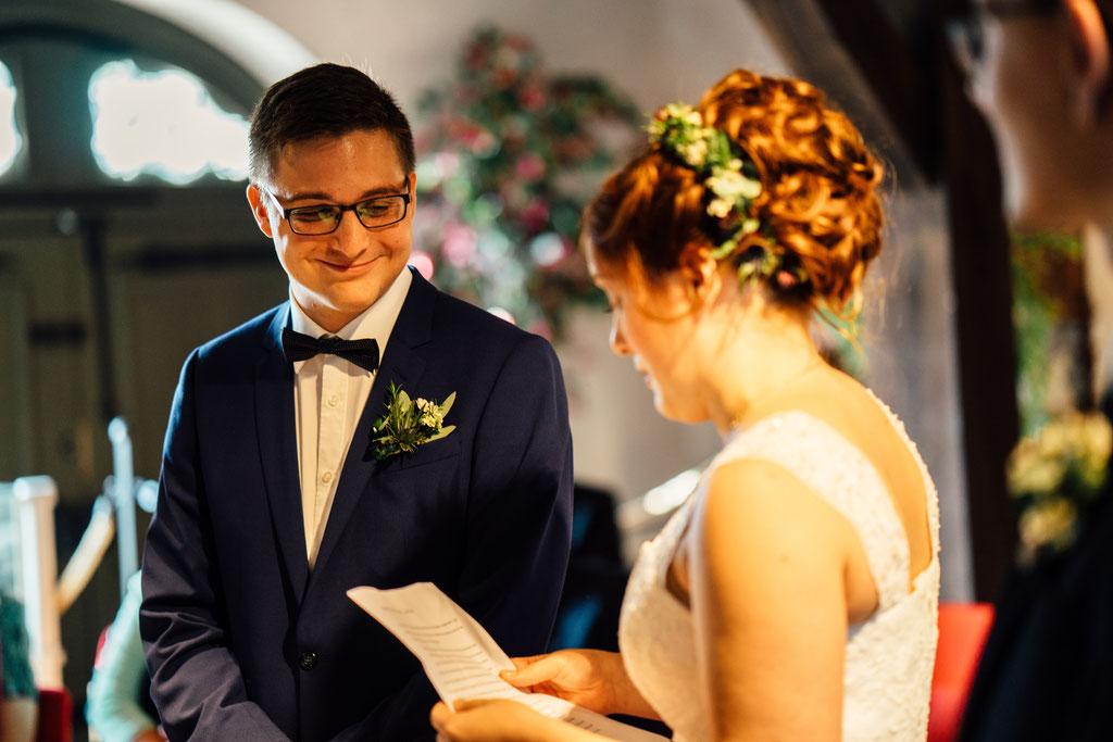 Lentschik, Hochzeitsfotografin Rheingau, Wiesbaden, Standesamt Geisenheim, Scheune, Gelübde, Braut, Bräutigam, Eheschließung, Trauung