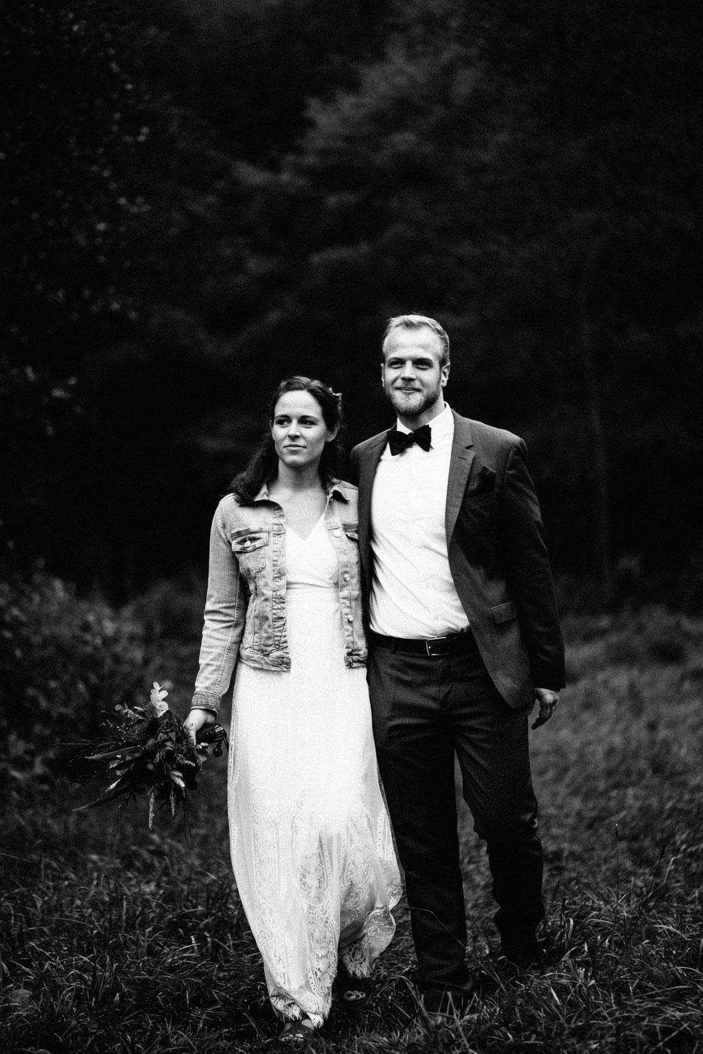 Brautpaaraufnahmen, schwarz weiß, sw, Hochzeit, Freie Trauung, Hubertushütte, Lentschik, Hochzeitsfotografin Rheingau, Wiesbaden