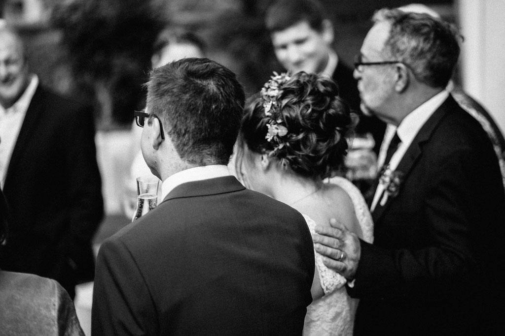 Lentschik, Hochzeitsfotografin Rheingau, Wiesbaden, Standesamt Geisenheim, Brautvater, Braut, Symbol, Intim, Emotionen