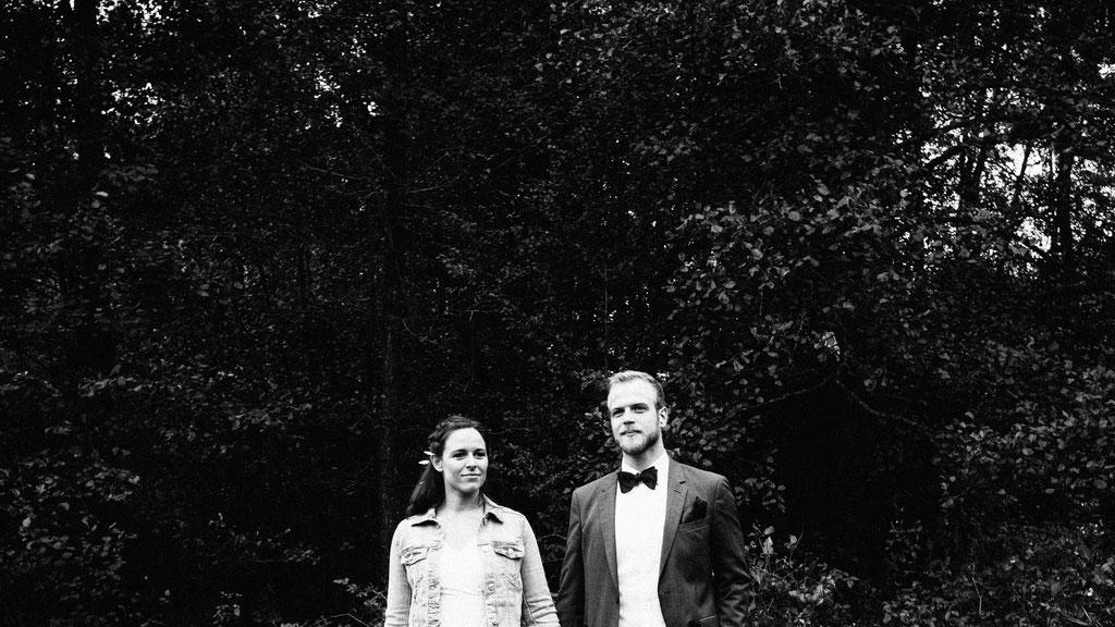 Brautpaaraufnahmen, Schwarz weiß, Hochzeit, Freie Trauung, Hubertushütte, Lentschik, Hochzeitsfotografin Rheingau, Wiesbaden