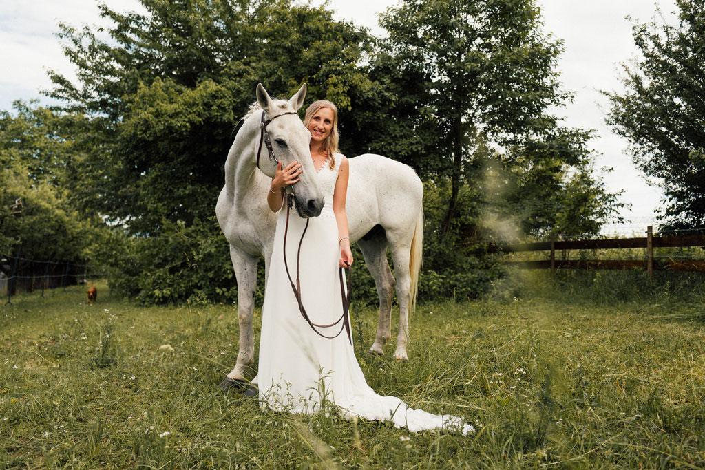 lentschik, hochzeitsfotografin eltville, Rheingau, pferd, braut, pferdeliebe, erste liebe