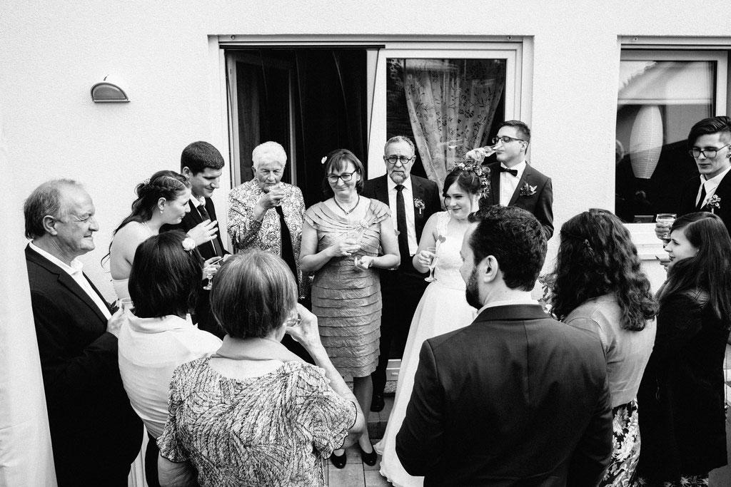Lentschik, Fotografin, Rheingau, Wiesbaden, Standesamt, Geisenheim, Sektempfang, Sekt, Trauung, Gäste, Hochzeit