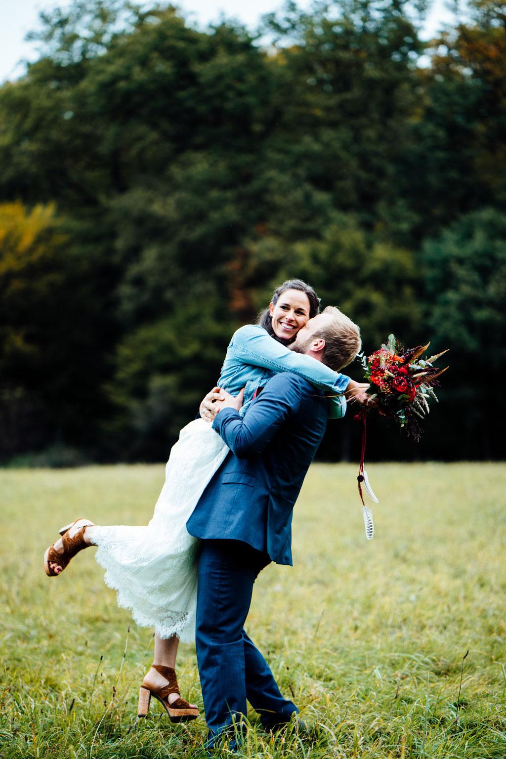 Brautpaaraufnahmen, Brautpaar, Hochzeit, Freie Trauung, Wiesbaden, Rheingau, Hubertushütte, Lentschik, Fotografin