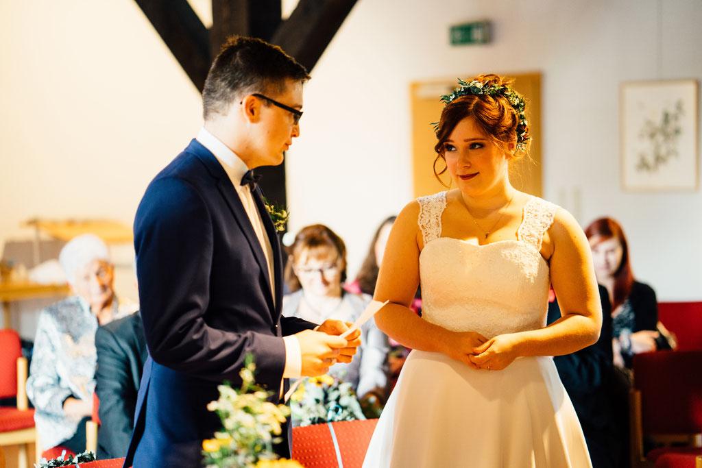 Lentschik, Hochzeitsfotografin Rheingau, Wiesbaden, Standesamt Geisenheim, Scheune, Eheversprechen, Braut, Bräutigam, Eheschließung