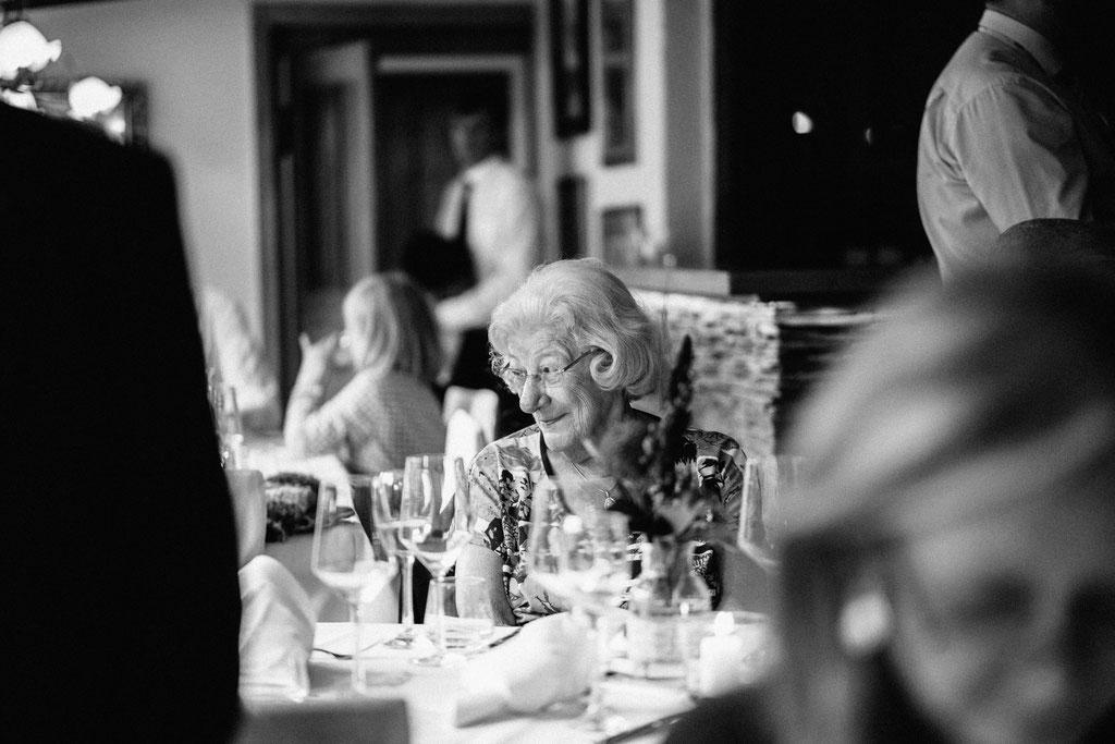 Oma, Hochzeit, Freie Trauung, Hubertushütte, Lentschik, Hochzeitsfotografin Rheingau, Wiesbaden