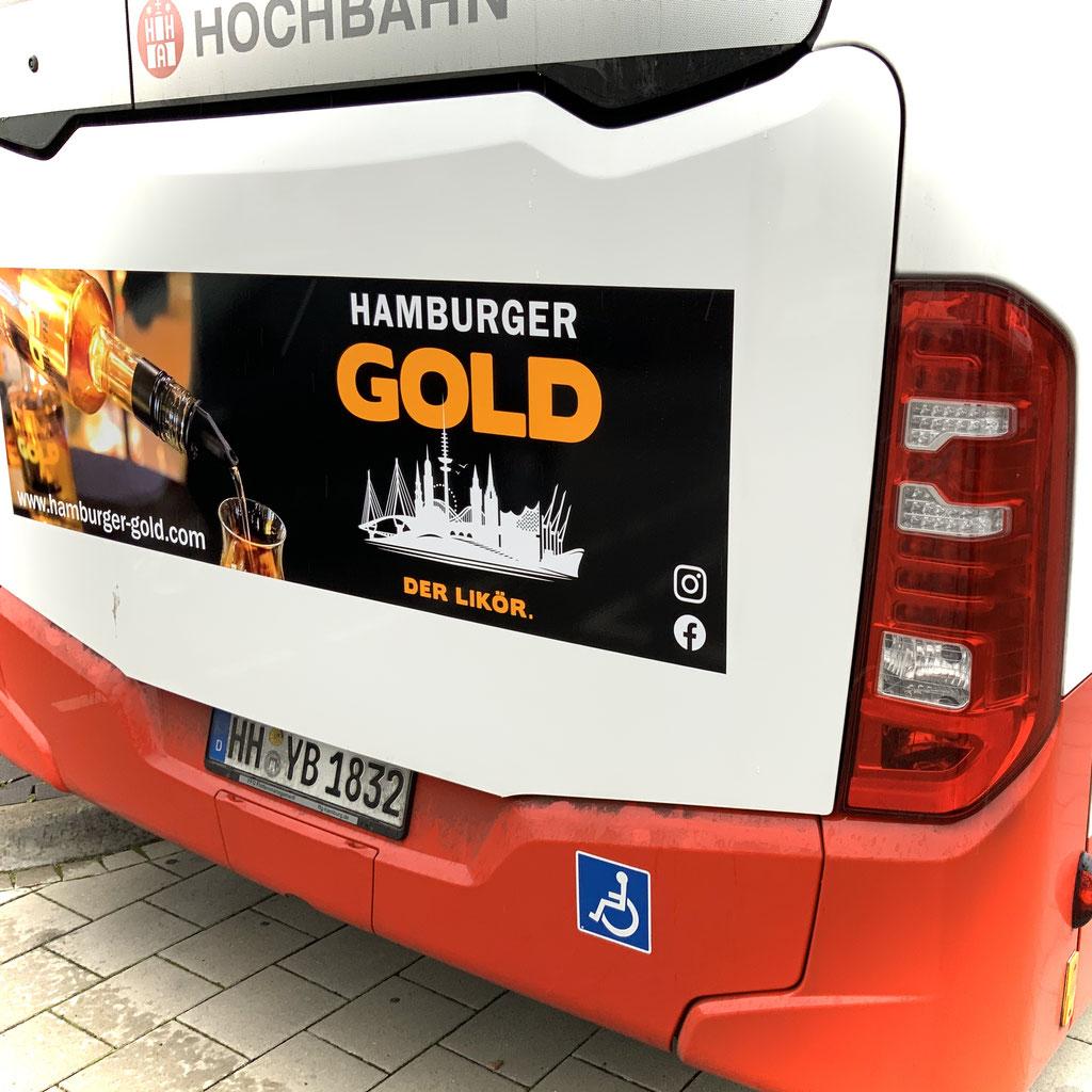Hamburger Gold Bus im Stadtverkehr