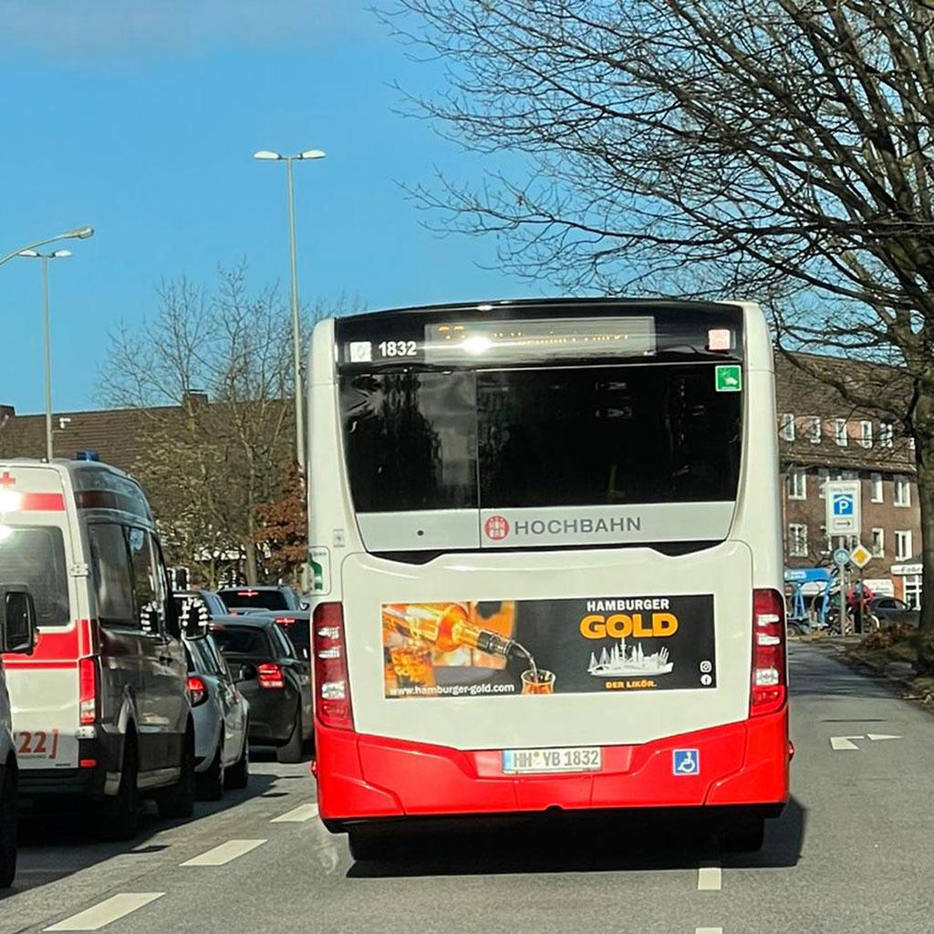 HVV Bus mit Werbung