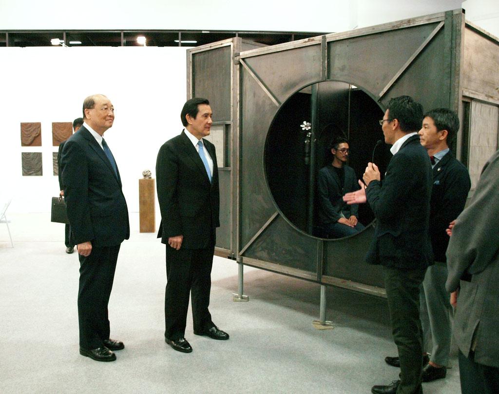 台湾総統馬英九、鉄茶室徹亭を観覧