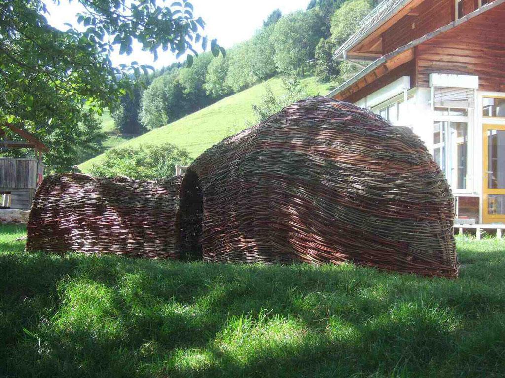 """WeidenHaus """"Bienenwabe"""" in zusammenarbeit mit der Kunstakademie Freiburg"""